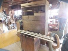 桐箪笥の本体前面の胴縁、棚板に新しい桐を貼るため桐板を作りました。