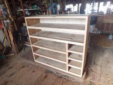 稲沢市より修理依頼の時代箪笥の裏板の交換、胴縁、棚板の新しい木の張り直しが終わりました。