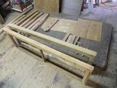水屋戸棚の汚れを落し木地を出しました。凹みなどの修復をする為、水を塗り乾燥させています。