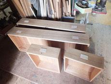 引出掘り込み取っ手の接着面を整え桐の木を埋め込み柾板を貼る準備をしました。