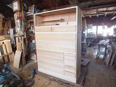 昨日貼った桐柾板を荒木のまま引出に入れて見ました。ほぼ新品です。