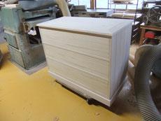 桐たんすの中段をチェストに作り直すように依頼されました。天板が完成し白木が出来上がりました。