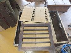 檀ふみ様の箪笥の引き戸戸板を剥がし戸板と裏側の汚れを取りました。