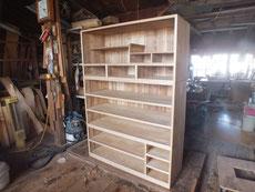 桐箪笥の側板を削り本体の木地出しが終わりました。