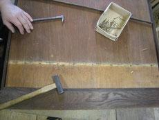 経年の劣化のため、ベニヤ板は交換します。