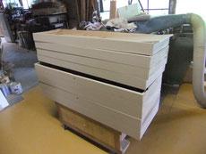 下塗りした砥の粉の前板をヤシャを付け本塗りとなります。乾燥状態です。