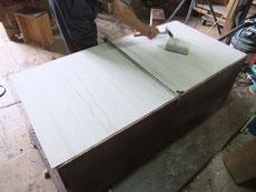 大阪市より修理依頼を頂いた時代箪笥の裏板の交換が済みました。明日は前面の修理に成ります。