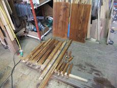 水屋戸棚の下台を分解し、汚れつを落とし再度水拭きをしました。