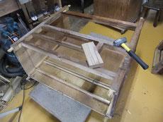 天板、下台を外し、前後を外しパーツに分ける作業となりました。