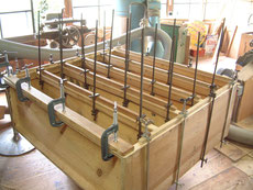 胴の縁はカンナで削り板の貼れる状態にします。