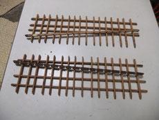 水屋戸棚の引戸の格子を一本一本鉋をかけ木地を出しています。2本ほど割れがある為、削り付けが出来ません。