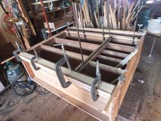 時代箪笥に貼る板を木取一本一本測り合わせ貼っていきます。