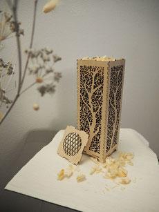 stimmungsvolle Duftsäule mit Naturmaterialien gefüllt