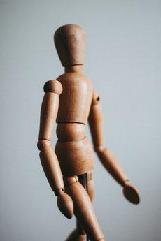 Holzfigur mit Gelenken