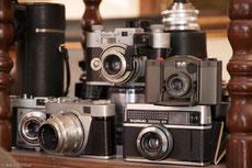 Nostalgische Sammlung analoger Fotoapparate