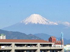 当施設屋上より望む富士山
