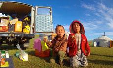 Les enfants mongols dévorent nos biscuits
