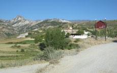 Fuente del Hervidero y al fondo el Trevenque