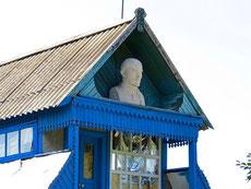 бюст Ленина на частном доме