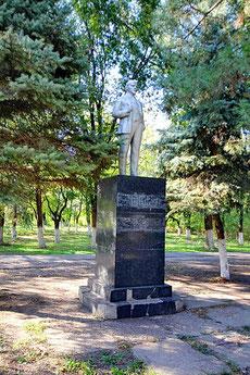 Памятник Ленину у администрации