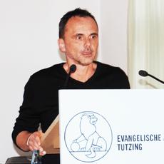 """Tom Schindler - Dozent und Leiter des Workshop """"Meditation"""" der Tagung WahnSinn"""
