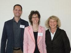 Dr. Sara Signer (Mitte), flankiert von Schulleiter Andreas Schönbächler und Edith Hotz Hengartner, Präsidentin Stiftung Talentia
