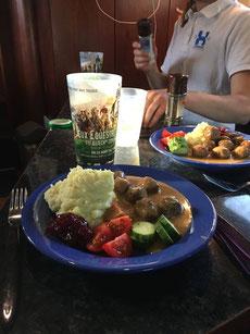 Schweden-Feeling im LKW, auf den Turnieren bin ich die Köttbullar Köchin