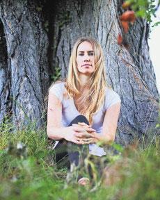 Eva Roethlisberger part souvent se réfugier dans la nature pour échapper aux ondes. Image: Odile Meylan