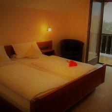 Zimmer kennenlernen  Sehen Sie sich schon vor Ihrem Urlaub unsere Zimmer an. So wissen Sie bei uns im Landgasthof Bieger in  der Fränkischen Schweiz alles erwartet.