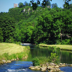 Im Land der Burgen und Schlösser, einem Teil der Burgenstraße, wandelt man häufig auf den Spuren der ehemaligen Burgherren und Rittern durch Frankens vielseitiger Landschaft.