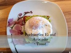 Pochiertes Ei auf Avocado-Toast