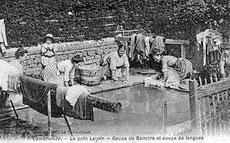 Carte postale du petit lavoir de Cambremer avec ses lessiveuses