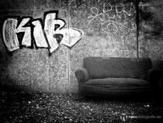 Eine verlassene Couch in der Siebleber Strasse in Gotha