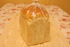 白神食パン 380円