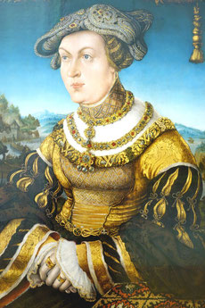 'Maria Jacobäa Duchess of Bavaria' wearing rich gold jewellery, Hans Wertinger, 16th century, Alte Pinakothek München. picture taken by Nina Möller  (Renaissance fashion jewellery dress)