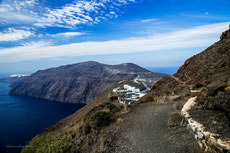 hiking trail to Oia