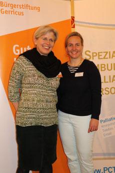 Die Referentin (r.) mit Barbara Krug, die den Abend als Ehrenamtliche der Bürgerstiftung Gerricus und als Mitarbeiterin im Netz.werkmanagement des Palliative Care Teams Düsseldorf moderierte.