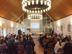 Gut 60 Freiwillige bereiteten sich durch Vorträge und Workshops auf ihre ehrenamtliche Hilfe für Flüchtlinge vor.