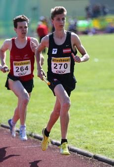 Timon Theuer (hier bei den 3 x 1000m Staffelmeisterschaften am 5.5.) holt bei seiner letzten Bahn-Nachwuchsmeisterschaft Bronze