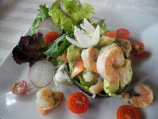 Avocado with shrimp and an edible flower of Flor de Itabo