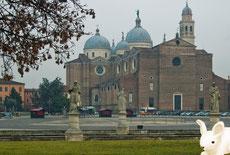 Собор святой Джустины шикарен и зимой