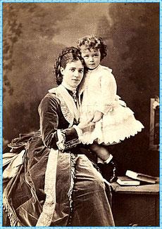 Российская императрица Мария Федоровна с сыном, будущим царём Николаем II
