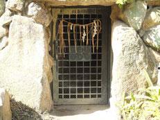 三光神社にある「真田の抜け穴」
