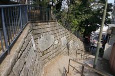 文士レリーフ(天祖神社)