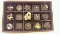 温度管理が大変な生チョコ^^飾り付けが楽しい✾