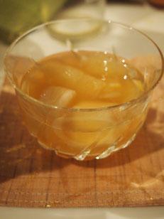 大根に切り込みを沢山入れたものとグレープフルーツとお酢の健康さっぱり和え