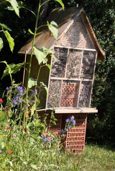 Geburtstagsspaß beim Insektenhotel bauen