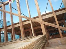 無垢の木でつくる 台東区 木造3階建て耐火建築物 野地板工事画像2