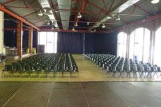 Vista de la sala desde el escenario.