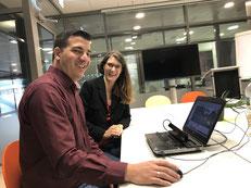 Sebastian Heydendahl  (EKHN) und Carmen Schulz (IZGS) bei der kritischen Prüfung eines Evaluationsaufbaus in Hinblick auf den Datenschutz | Foto: IZGS